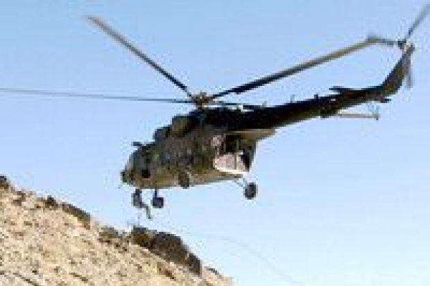 Ewakuacja żołnierzy w afgańskich górach