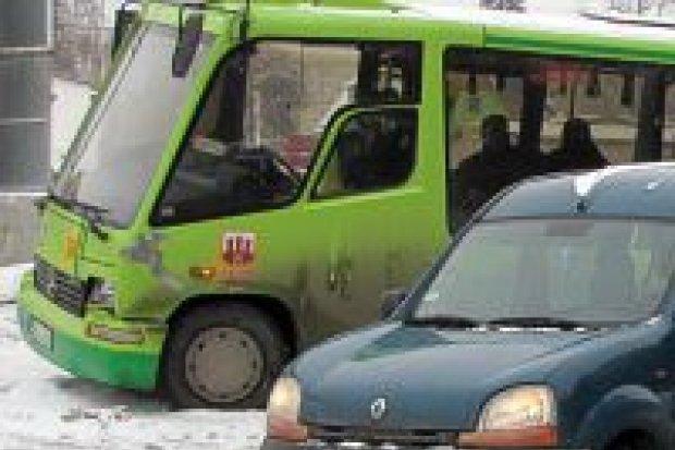 Autobus zderzył się z Renault na Wróblewskiego