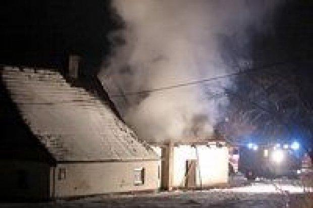 Spłonęło pomieszczenie gospodarcze w Lubkowie