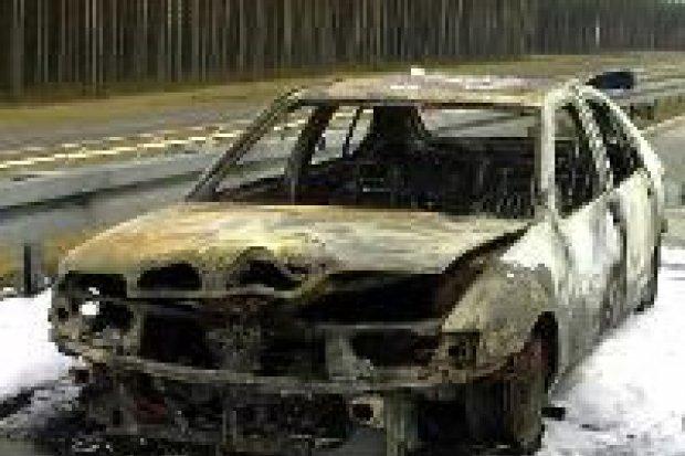 Pożar samochodu na autostradzie