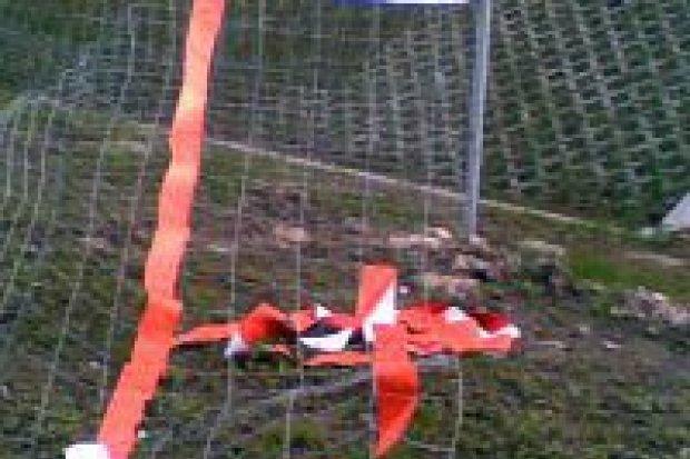 Wandale zniszczyli ogrodzenie przy A4