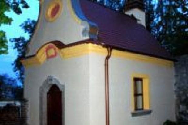 Kradł blachę z dachu zabytkowej kapliczki