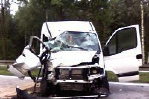 Bus najechał na cysternę – dwie osoby ranne