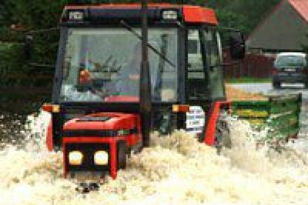 Mieszkańcy Raciborowic walczą z powodzią