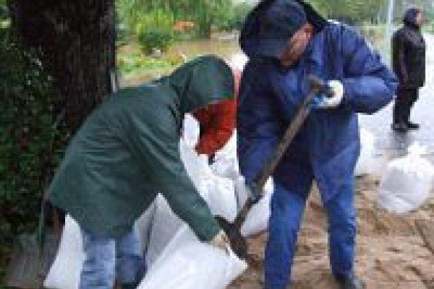 Woda zalewa gospodarstwa na terenie powiatu