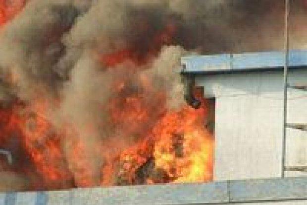 Spłonął zakład produkcji zniczy w Szczytnicy