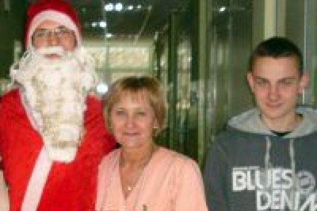 Uczniowie MZS nr 1 ze świąteczną wizytą w szpitalu
