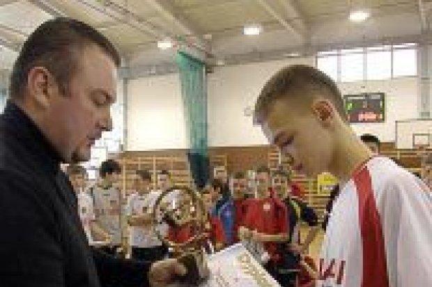 Trampkarze Zagłębia Lubin z Pucharem Firmy Artez