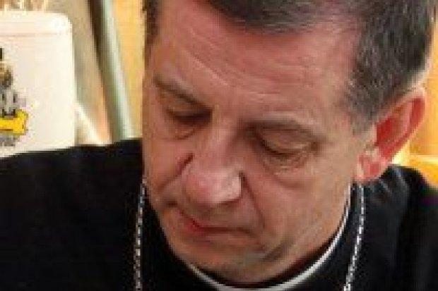Biskup polowy z wizytą u artylerzystów