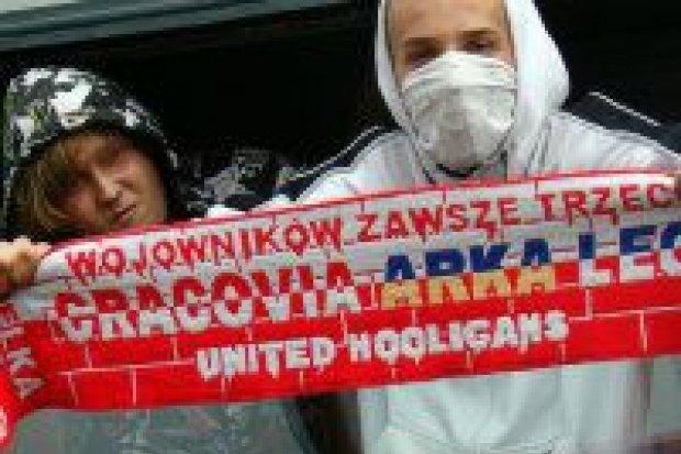 Zderzenie pociągu z ciężarówką i rozszalali kibice w Bolesławcu