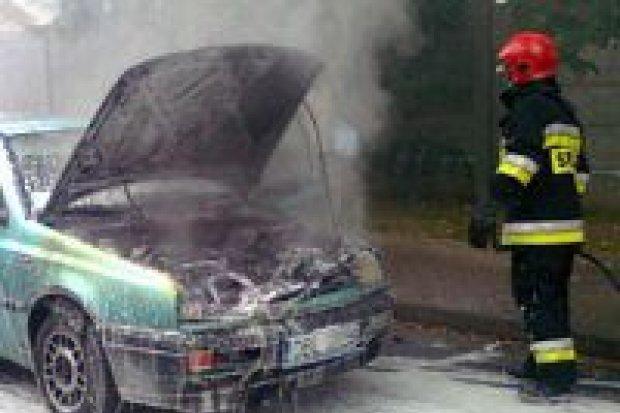 Pożar samochodu przy ulicy Piastów