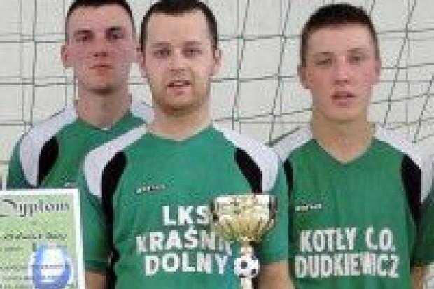 Piłkarze w Kraśnika Dolnego najlepsi w gminie