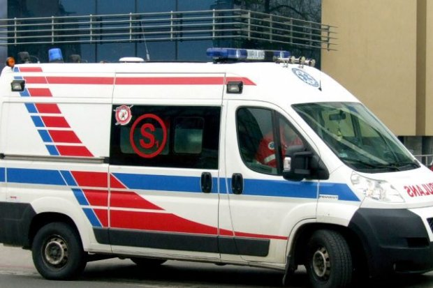 Potrącenie pieszego, 45-latek trafił do szpitala