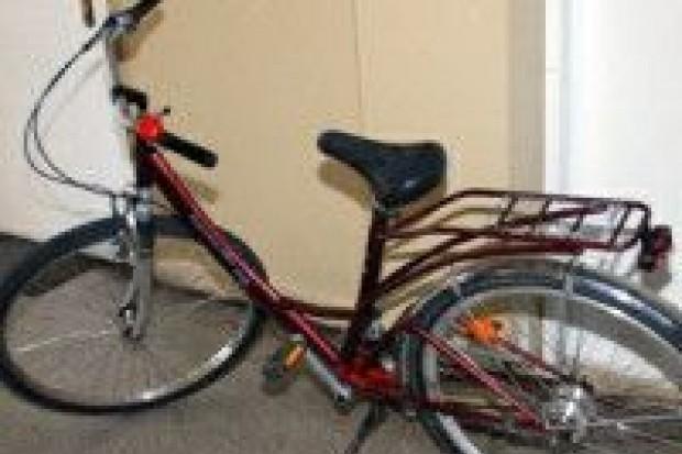 Zniszczył roletę i ukradł rower