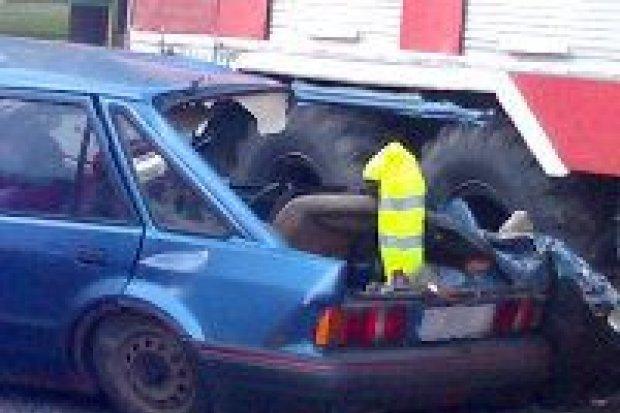 Samochód zderzył się z wozem strażackim