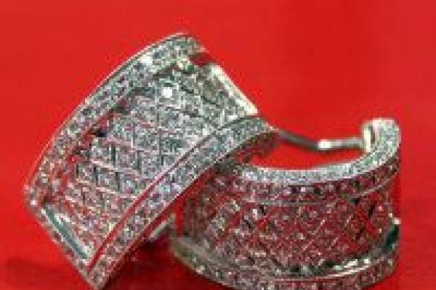 Okradł matkę z biżuterii wartej ponad 14 tys. zł