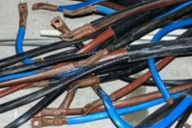 Ukradli niemal 75 kg przewodów miedzianych