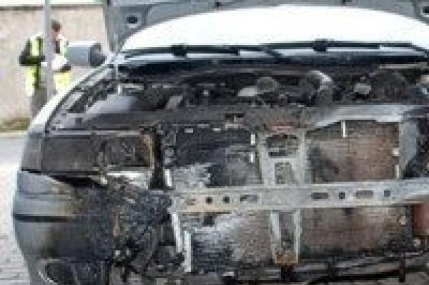 Poszukiwany przestępca podpalił cztery auta