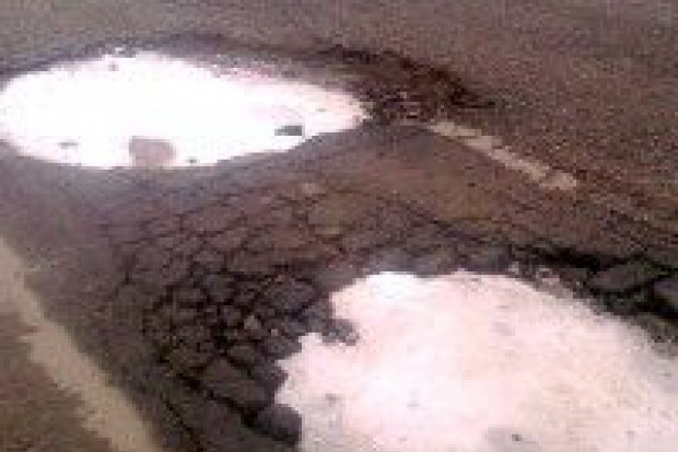 Dziury na drodze do strefy mają zostać załatane