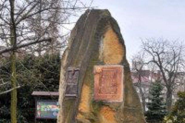 Czwarta tablica pamiątkowa na pomniku Kresowiaków?