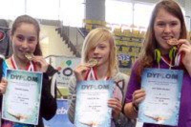Pływaczki UKS Oxpress z 4 medalami ogólnopolskich zawodów