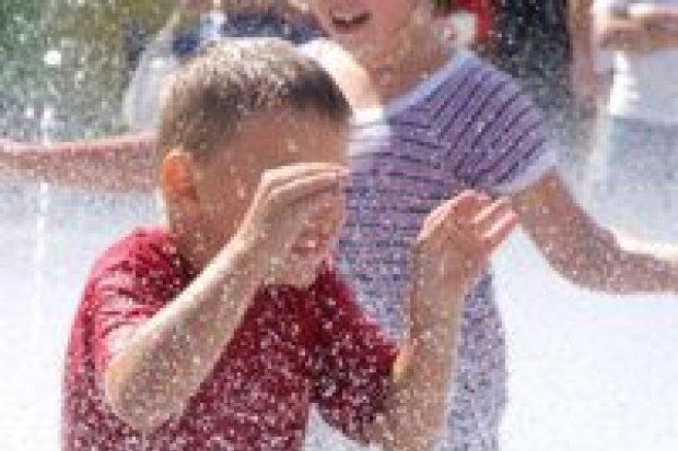 Kąpiel w bolesławieckiej fontannie jest bezpieczna