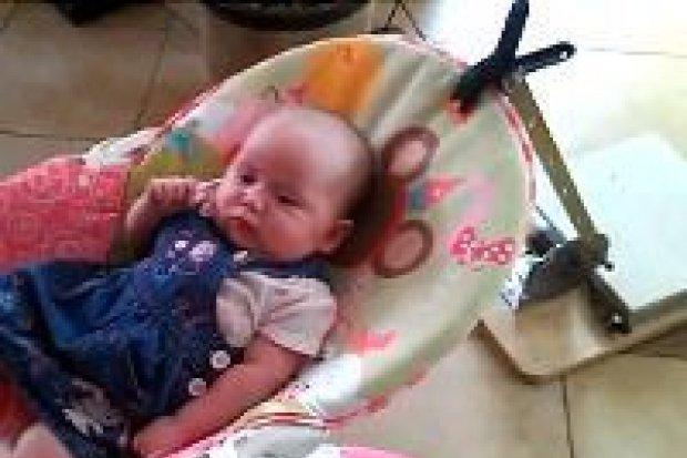 Automatyczny bujaczek dla małego dziecka