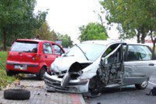 Zderzenie trzech pojazdów na Modłowej, dwie osoby ranne