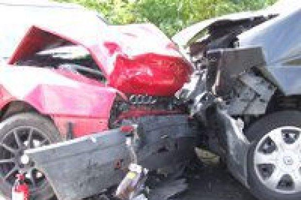 Dwie osoby ranne po zderzeniu busa z Audi