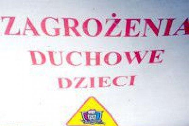 """Parafia w Tomaszowie ostrzega przed """"piekielnym kotkiem"""""""