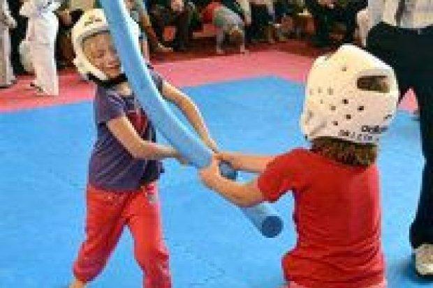 Gwiazdkowy turniej taekwondo dla dzieci