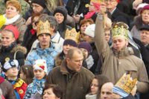 Tłumy w orszaku Trzech Króli