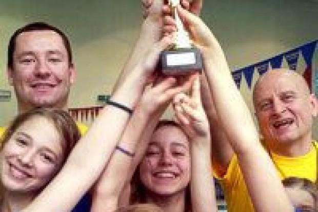 Sztafety pływackie z Oxpressu w finale wojewódzkim