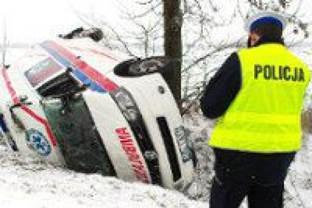 Wypadek karetki pod Kraśnikiem