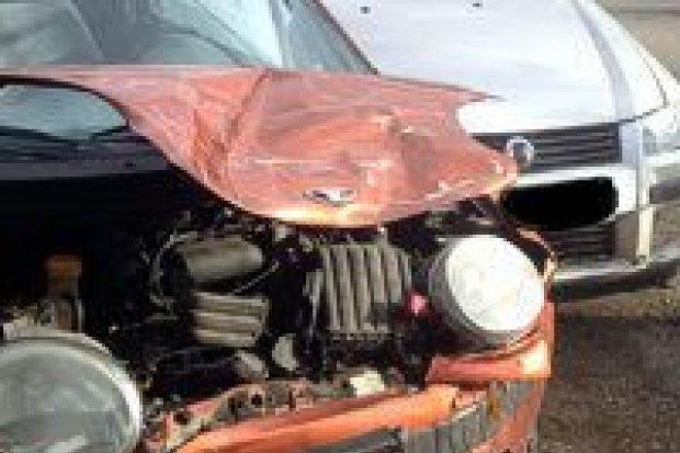 Zderzenie Fiata i Daewoo, dwie osoby ranne