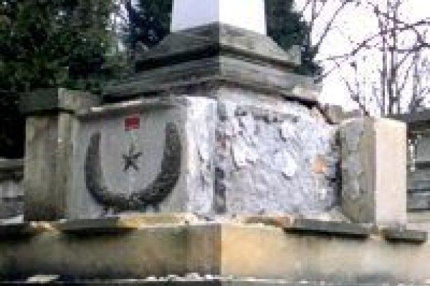 Zniszczyli pomnik bohatera ZSRR, grozi im do 5 lat więzienia