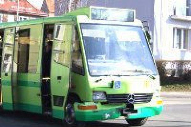 Autobus zderzył się z Volkswagenem, 3 osoby ranne