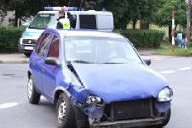 Zderzenie dwóch aut na Wesołej, jedna osoba w szpitalu