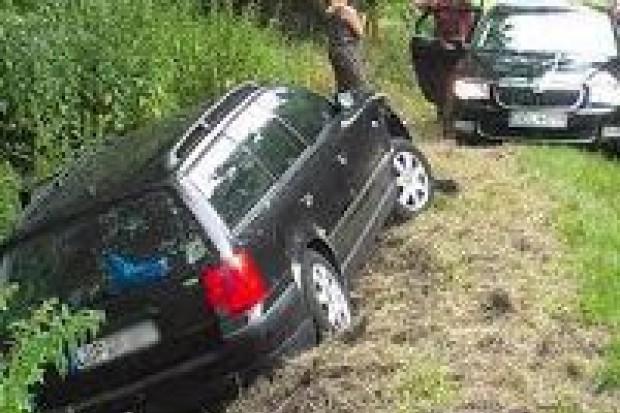Auto zjechało do rowu – jedna osoba ranna