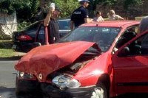 Zderzenie Renault i Hondy, dwie osoby ranne