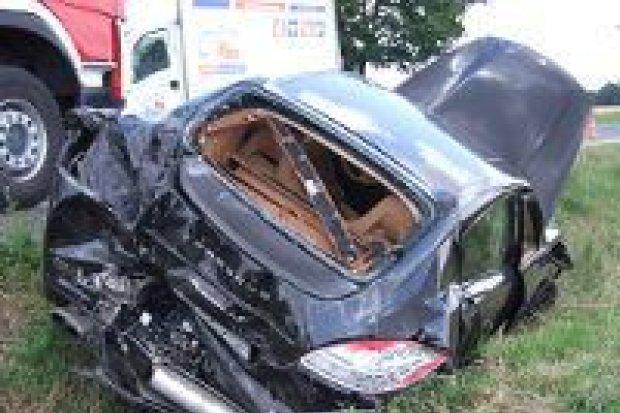 Bus zderzył się z Porsche, jedna osoba ranna