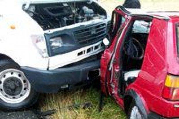 Golf zderzył się z samochodem dostawczym