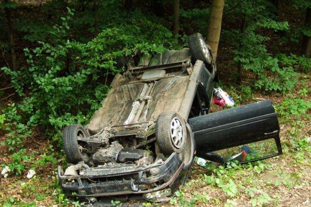 Auto dachowało tuż za Bolesławcem