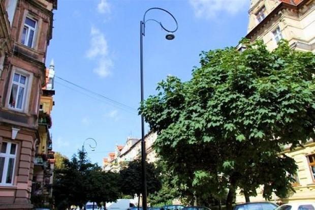 Nowe latarnie na Łukasińskiego