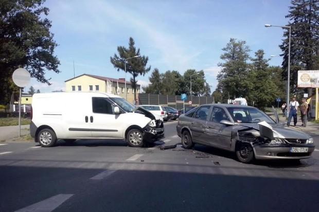 Zderzenie Fiata i Opla, jedna osoba ranna