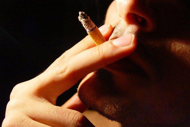 Poturbował ochroniarza, bo chciał ukraść papierosy za 900 zł