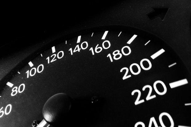 Przekroczył dozwoloną prędkość o niemal 90 km/h i stracił prawo jazdy