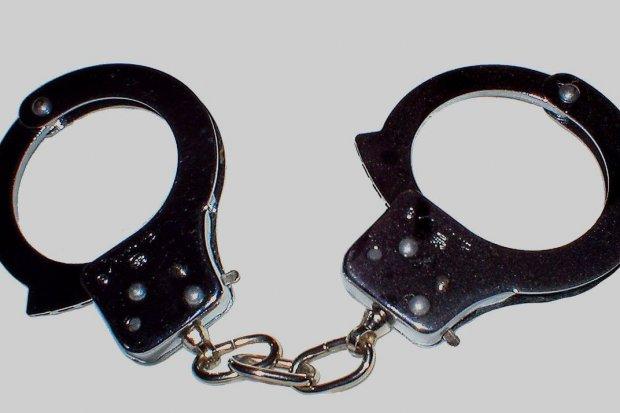 Policja: sprawca kradzieży rozbójniczej zatrzymany. Potraktował ochroniarza gazem