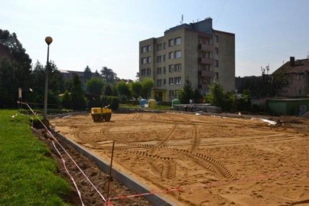 Ruszyła przebudowa placu osiedlowego w Zawidowie