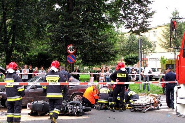 Wypadek na Dolnych Młynach, motocyklista ciężko ranny
